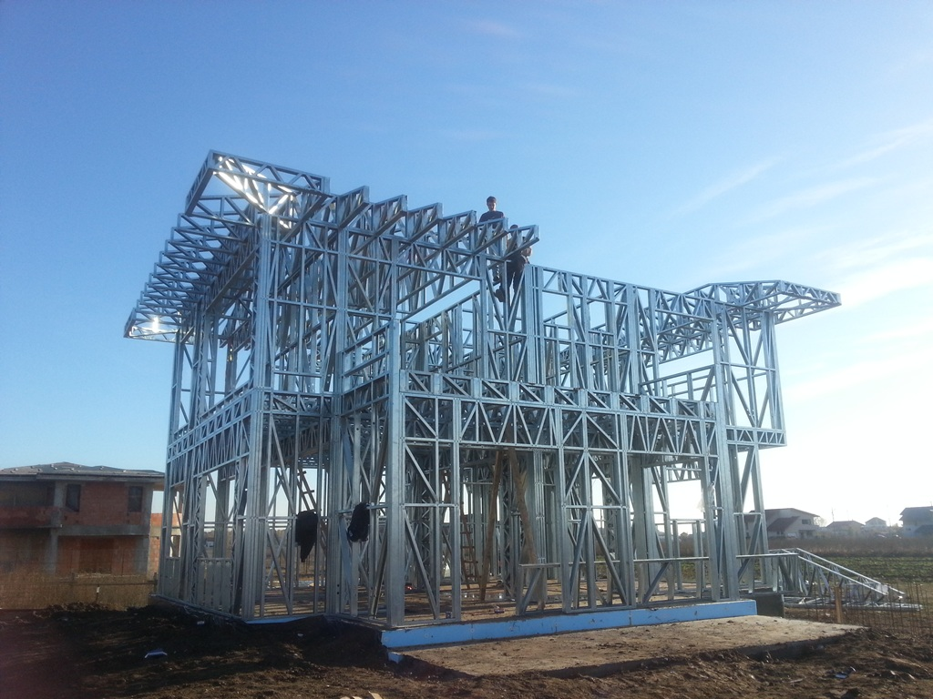 Case pe structura metalica Domnesti