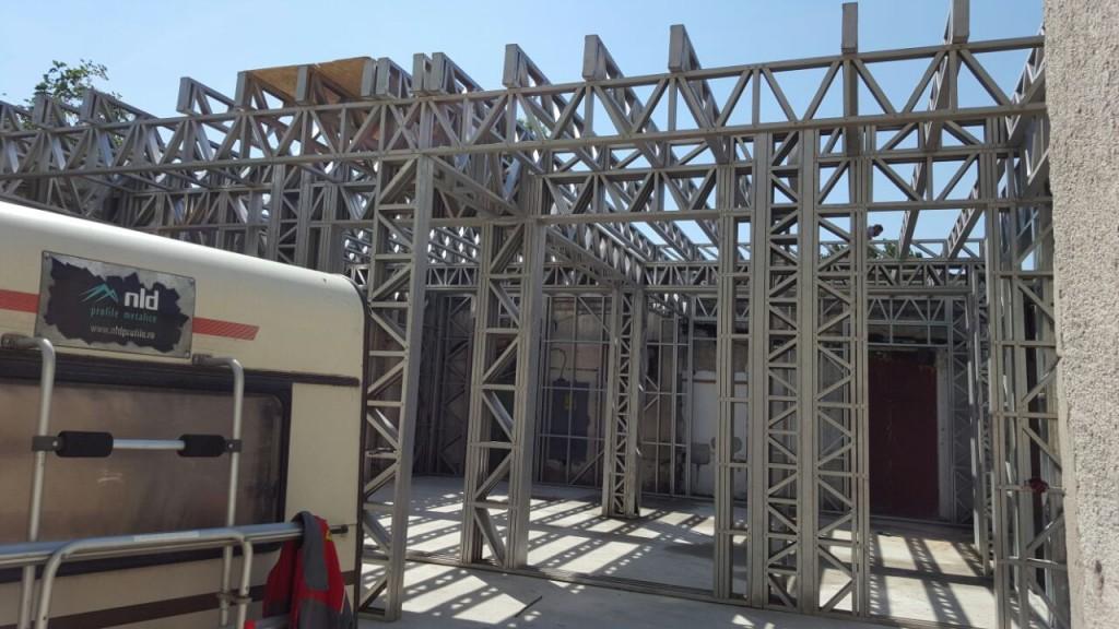 Etajare complex comercial pe structura metalica Potcoava