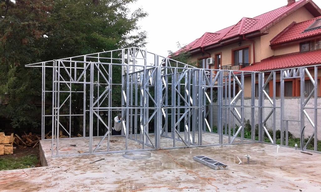 Case pe structura metalica Crevedia