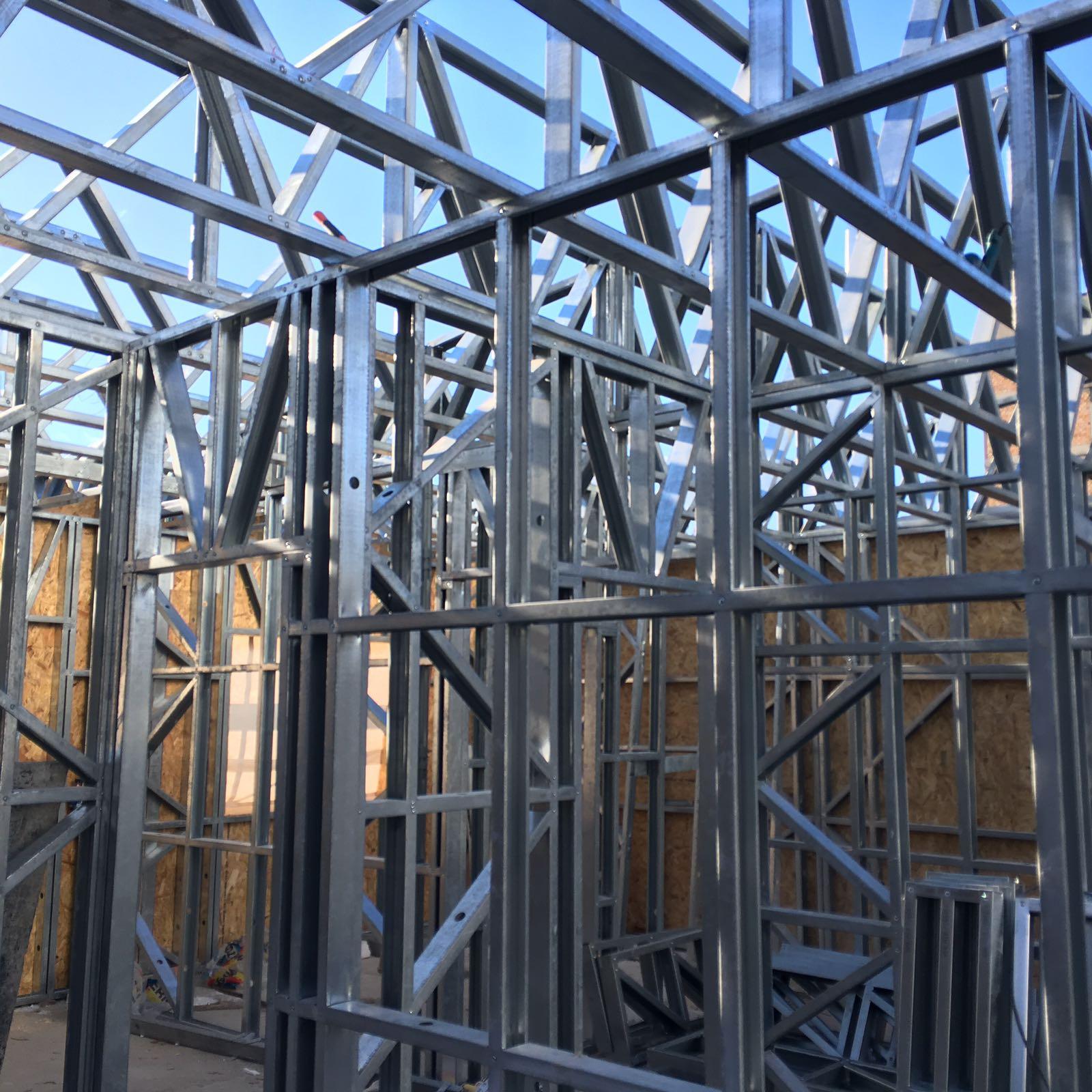 Supraetajare case pe structura metalica
