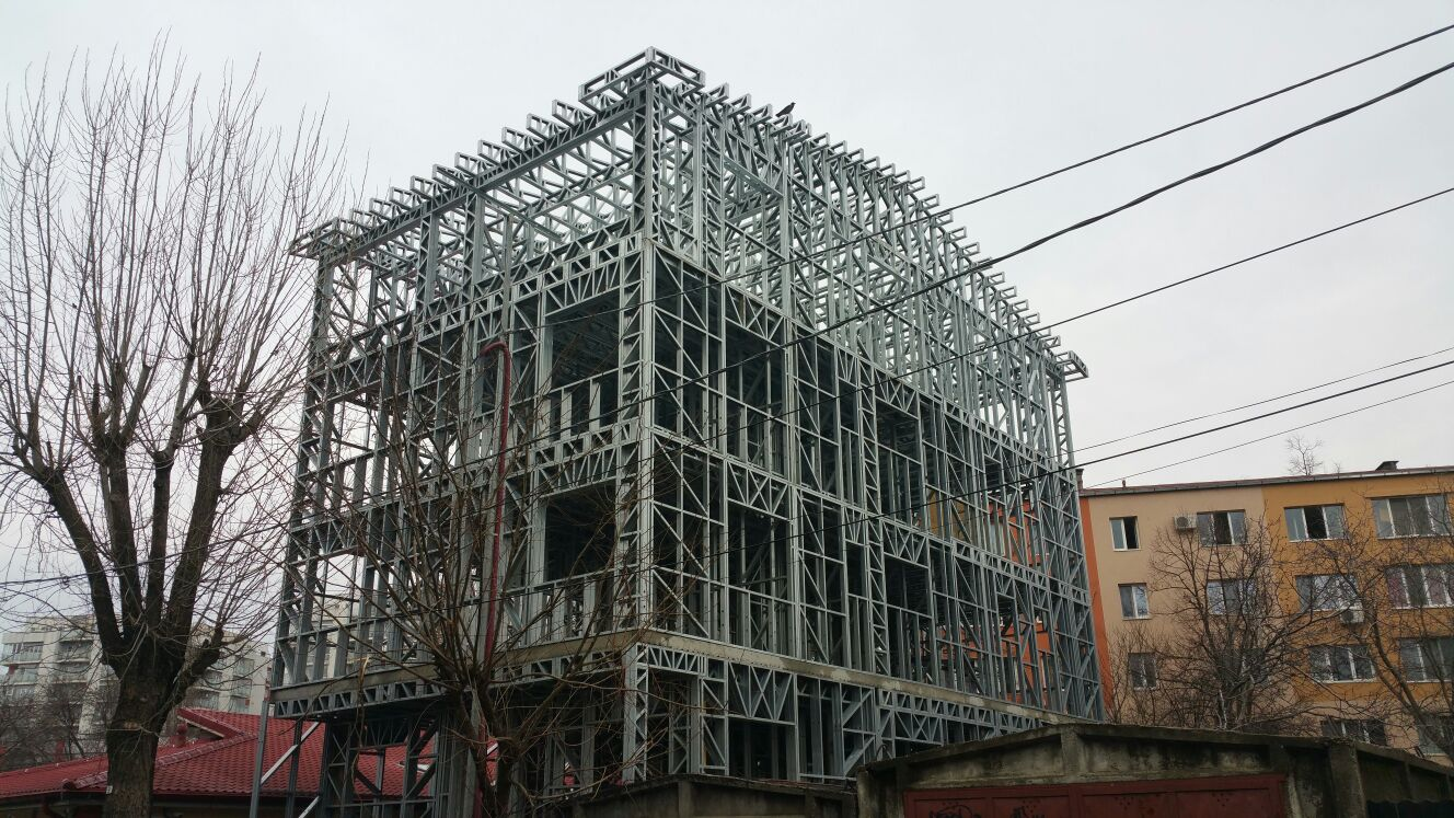 case pe structura metalica